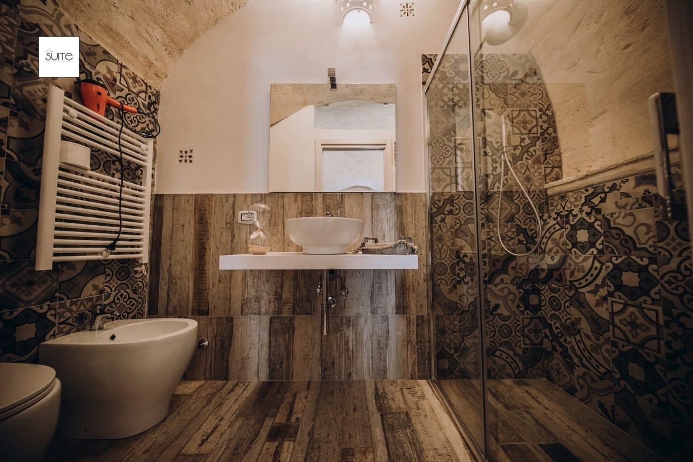 Camera Con Vasca Idromassaggio Per Due : Suite con vasca idromassaggio per due: eleganti appartamenti nel